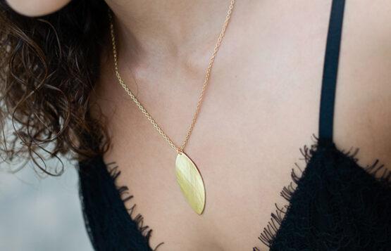 Maraljoies - Collar NAVETTE Pequeño Dorado modelo